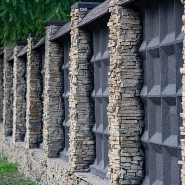 Antracitový betónový plot na kľúč iPloty